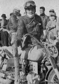 1955 浅間高原レース  500 優勝のホンダ鈴木淳三