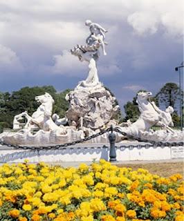 La estatua de Las Nereidas, obra de la escultora Lola Mora · Buenos Aires. También se la llama la fuente de Lola Mora.