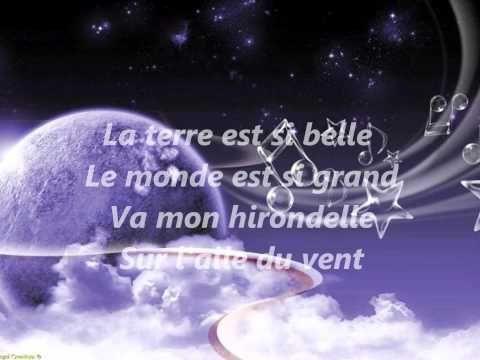 La terre est si belle ( Hugues Aufray ).Des enfants chantent pour l'accompagner.