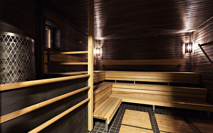 Kammi - Rokua Health&Spa Hotel kokous- ja juhlatilat. Hyvää oloa tarjoaa Kammin tilavat suihkutilat ja komea sähkölämmitteinen yhteissauna. Kokouksen ja saunomisen lomassa voi nauttia ulkoilmasta tilavalla terassilla ja hiljentyä vieressä liplattavaa Ahveroisen järveä ihaillen.