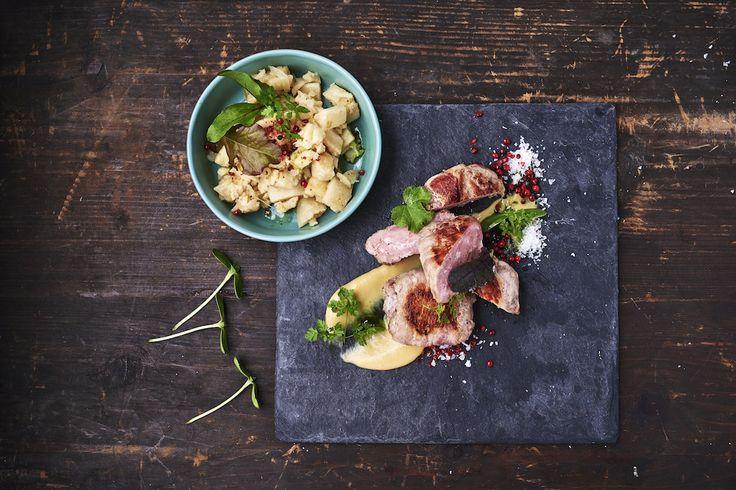 Malacfasírt baconben, roston sütve, tört zellerrel és mézes mustárral Rendelés: http://gourmetbox.hu/shop/grill-boxok/malac-fasirt-baconben-roston-sutve-tort-zellerrel-es-mezes-mustarral/