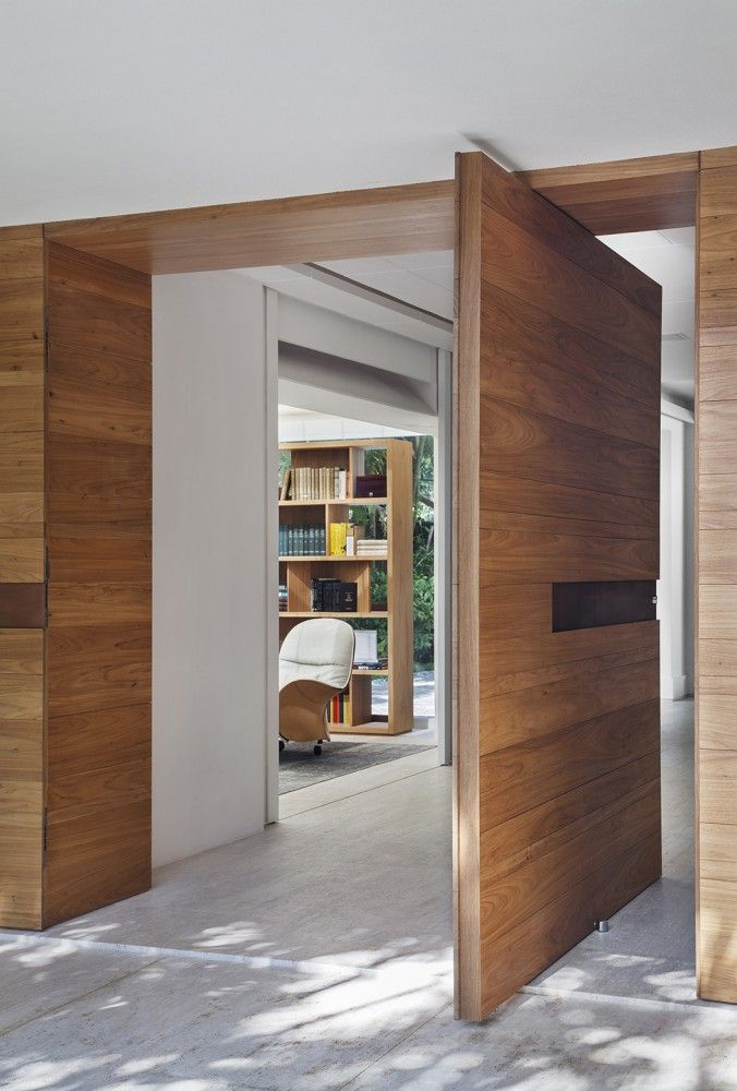 #Entrydoor #PivotDoor Gorgeous wood pivot entry door. Brise House / Gisele Taranto Arquitetura