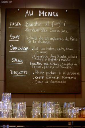 Les Coudes sur la Table 39 rue des Lois, quartier Arnaud Bernard. Toulouse.