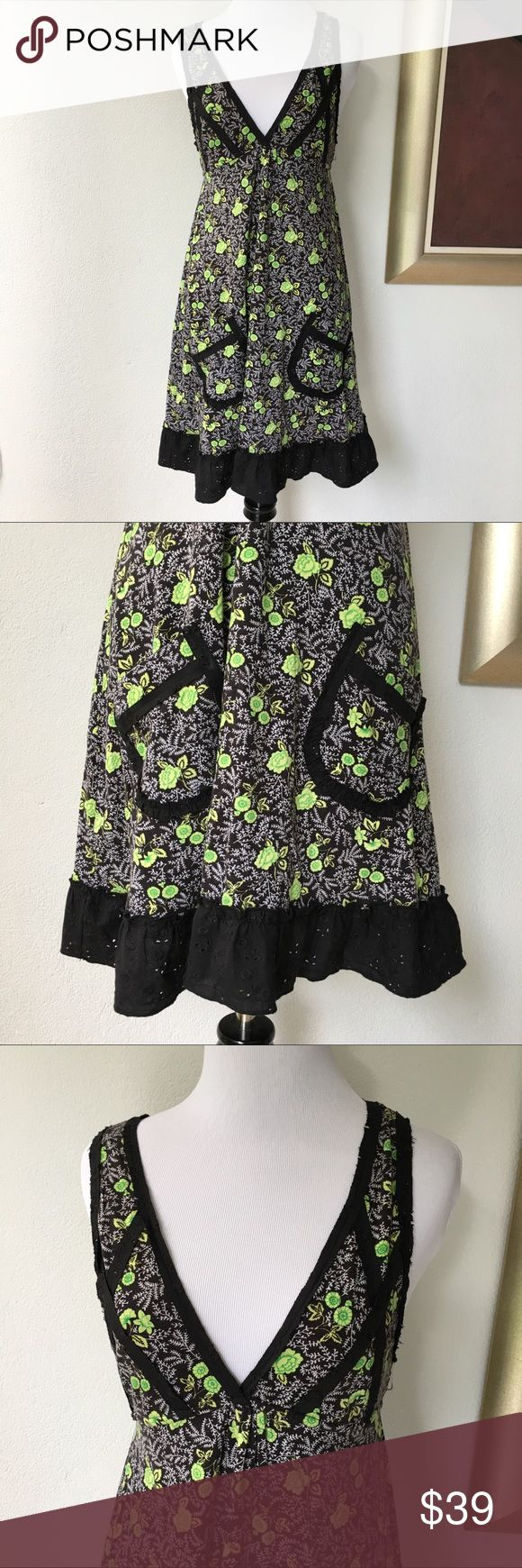 """Free People Floral Black White V Neck Dress XS Preowned authentic Free People Floral Black White V Neck Dress size XS. Armpit to armpit is 15"""" inches. Collar to hem is 32"""" inches. Please look at pictures for better reference. Happy shopping! T7 Free People Dresses"""