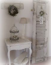 Great vignette for entry hall.