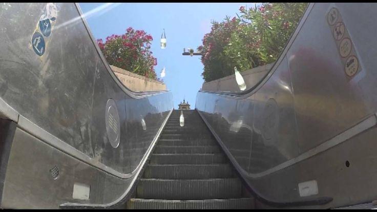 La nueva botella de Vichy Catalán, campeona en descenso de escaleras