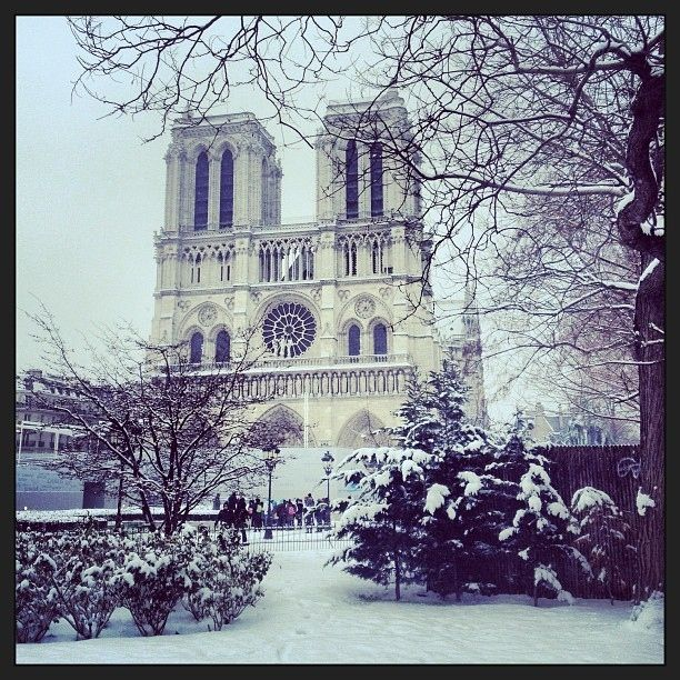 17 Beautiful Pictures Of Paris Under the Snow