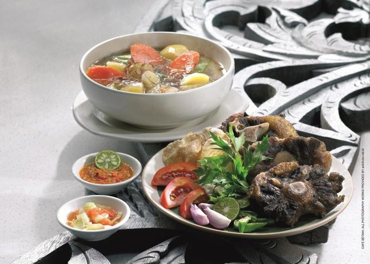 Lunch Time! Let's try Oxtail Soup at Kafe Betawi