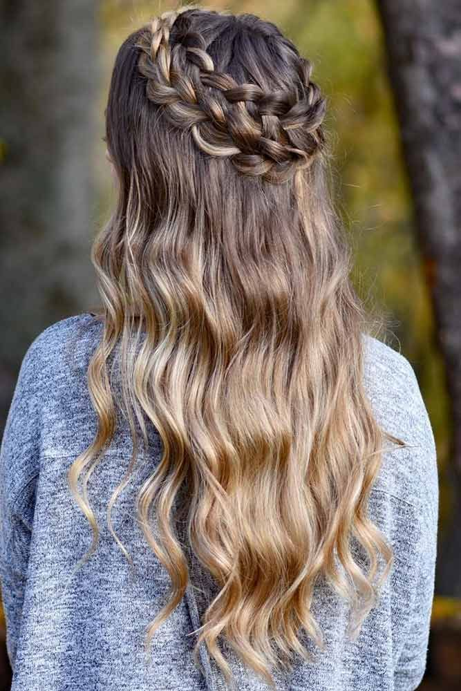Do you know how to create a crown braid? You should definitely learn about this pretty braiding technique. See cute styling options.#hairstyle #crownbraid