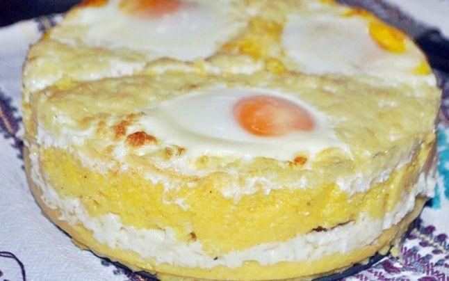 Cum se face Taci si inghite - preparatul ardelenesc cu oua, mamaliga si slaninuta - Articole Diverse