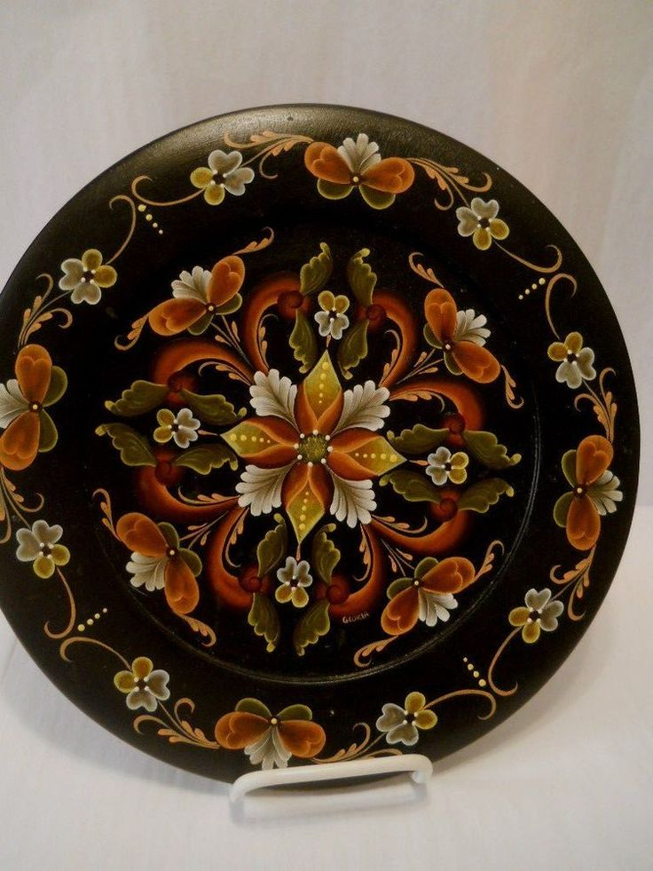 NORWEGIAN WALL ART ROSEMALING 11 1/8 inch PLATE BLACK BACKGROUND ARTIST SIGNED #Unbranded