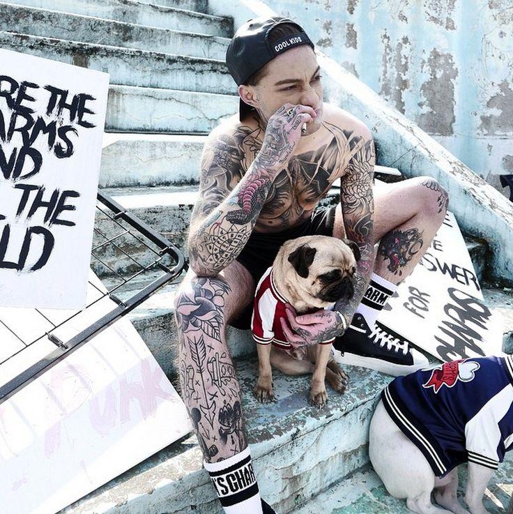 https://i.pinimg.com/736x/42/2c/c7/422cc7295736f10f91af5db7f4feb0fa--pugs-ink-tattoos.jpg