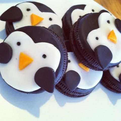 Penguin Cupcake Toppers ♥ Made out of an Oreo Cookie. Tutorial included!