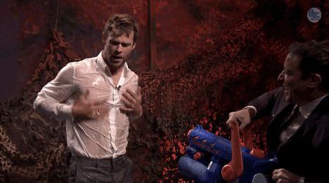 Y hablando de fuerzas sobrenaturales, así se ve Chris con una camisa mojada. | 25 Imágenes que prueban que los hermanos Hemsworth son dioses sexuales