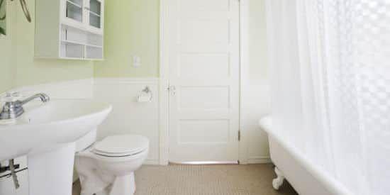 Comment nettoyer les salles de bain en seulement 7 minutes ?