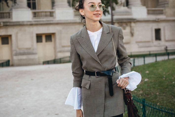 Анна Делло Руссо в полупрозрачном платье и Кьяра Ферраньи в Balmain | Журнал Harper's Bazaar