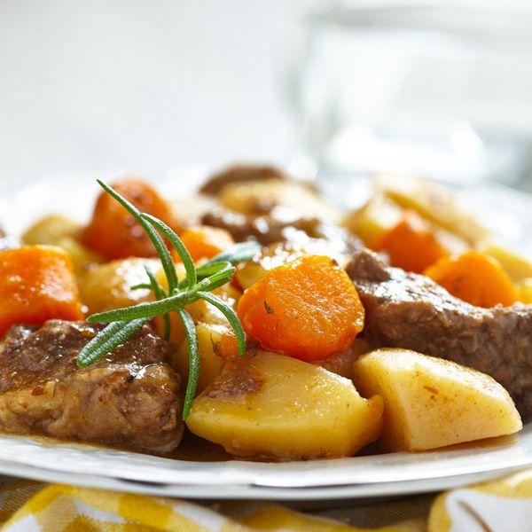 Το μοσχαράκι κάνει πραγματικά υπέροχα φαγητά κατσαρόλας! Εμείς το φτιάξαμε λεμονάτο και προτείνουμε μία συνταγή που θα φτιάξετε ξανά και ξανά!
