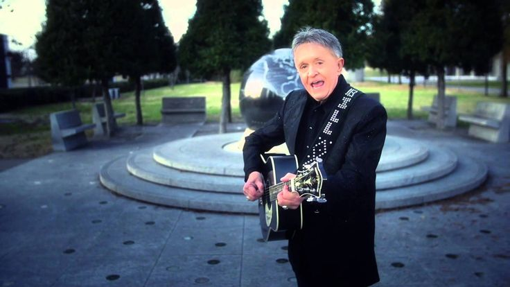 """Official music video for """"Old Army Hat"""" from Bill Anderson's album 'LIFE!' 'LIFE'! is available for download on iTunes at http://cwired.co/BA13LIFEiTunes, Am..."""