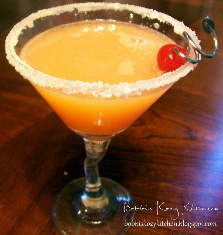 Bobbis Kozy Kitchen: Cantaloupe Martini #drinks #alcohol #cocktails