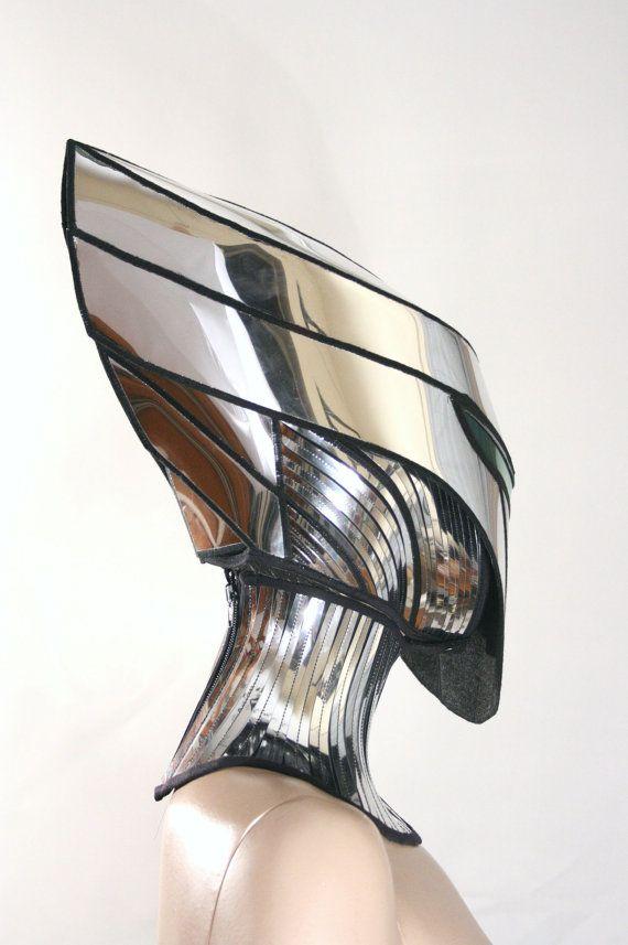Alien cyborg mask. (via 2 morceau alien cyborg masque bandeau robot armor sci fi par divamp)  More helmet here.