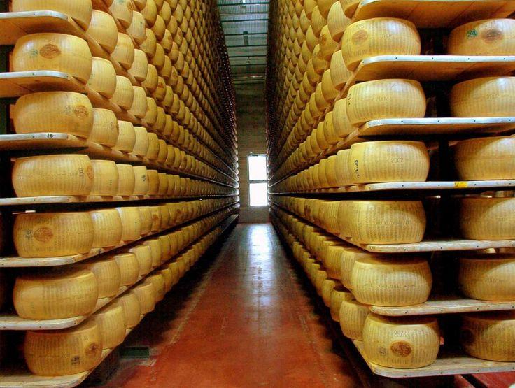 Parmigiano Reggiano   [Tutto il gusto dell'Emilia Romagna] Viaggiando per la Food Valley da Piacenza a Parma