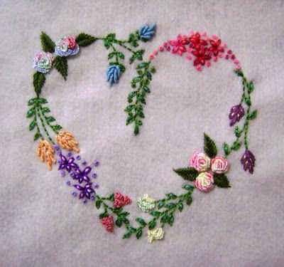 floral heart - embroidery ༺✿ƬⱤღ https://www.pinterest.com/teretegui/✿༻