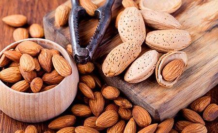 Mandeln: Nur 60 Gramm täglich schützen unsere Gesundheit! -> https://www.zentrum-der-gesundheit.de/mandeln.html #gesundheit #ernaehrung #mandeln