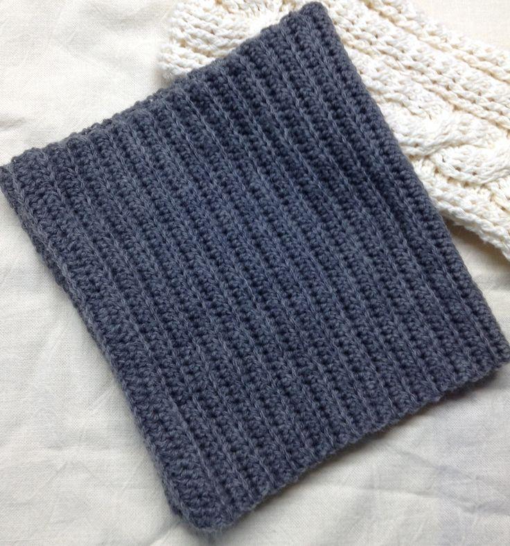 かぎ針編みで伸縮性があり、見た目もそれっぽくなる編み方をいろいろ探って作りました。作り方はとても簡単で同じ作業の繰り返しになるので、飽きるかも..? 模様などを入れていないので自分の作りたい大きさ、長さにできます。