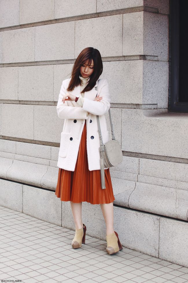 Japanese Fashion Blogger,MizuhoK,OOTD,20170402,CHOIES-white coat,UNIQLO-turtle neck tops,Dresslily-Brown faux leather pleated midi skirt,RANDA-Chunky Heel booties,ALLSaints-fringed gray crossbody bag,Angreas Ingeman-watch,feminine style