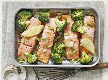 Somon oriental cu broccoli la tavă Savurează o masă sănătoasă gata în doar 30 de minute. Internationala, Reţete cu sos de soia, Fara gluten, Cina, Rețete cu 5 ingrediente sau mai puțin, Pentru familie, Rețete cu pește, Reţete cu lămâie, Reţete cu ceapă verde, Rețete cu somon, Reţete cu broccoli