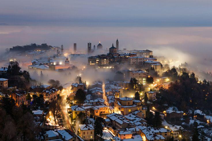 Italia, Bergamo. Città Alta innevata. Photo by Andrea Crupi