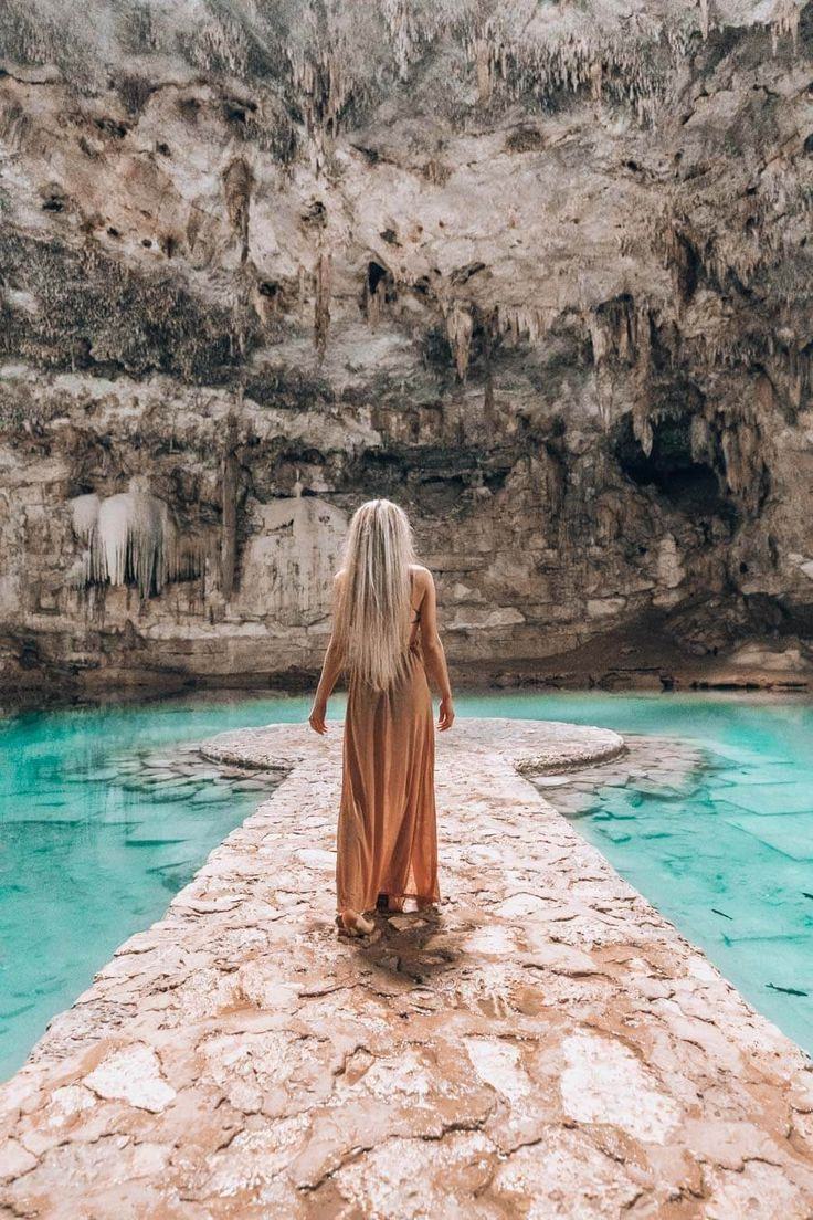 Cenote Suytun se compone de grandes suntuosas estructuras de piedra.