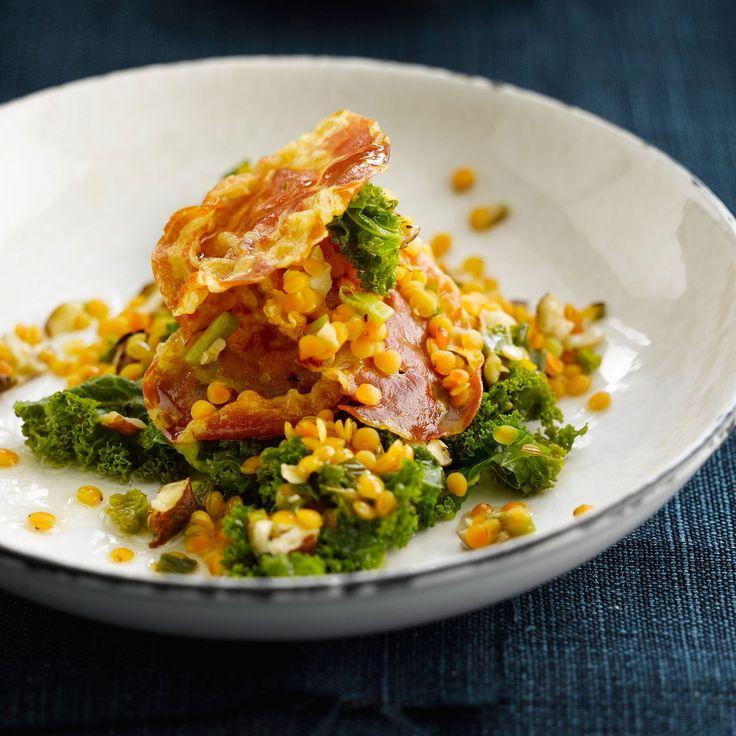 Découvrez la recette Chou vert aux lentilles et au bacon frit sur cuisineactuelle.fr.