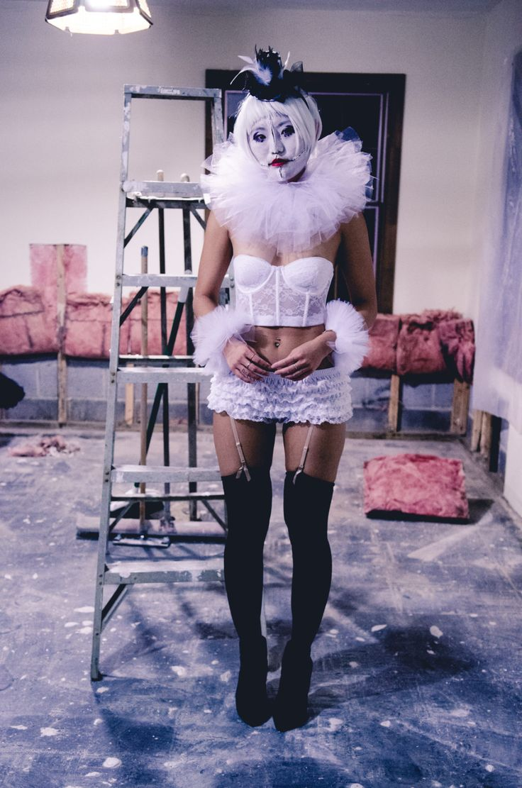 6 Halloween Costume Ideas That Will Scare the Shit Out of Your Friends, clown costume, scary clown, classic clown, diy scary halloween costume, french clown, sexy clown costume, diy halloween