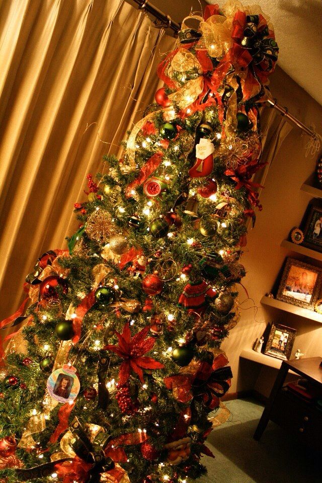 420 best images about christmas traditional red green and for Green and gold christmas tree