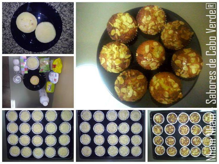 """""""Queijadinhas Crioulas""""(© Nham Nham - Sabores de Cabo Verde (all rights reserved))  1. Ingredientes 1.1. Principais: 1 xícara de (chá) de queijo curado ralado; 5 colheres de (sopa) de farinha de trigo; 5 colheres de (sopa) de manteiga; 15 colheres de (sopa) de açúcar; 3 ovos; ½ xícara de (chá) de leite; 200 gramas de coco ralado. 1.2. Extras 1.2.1. Calda ½ Xícara de (chá) de açúcar. 1.2.2. Decoração 60 gramas de amêndoas laminadas"""