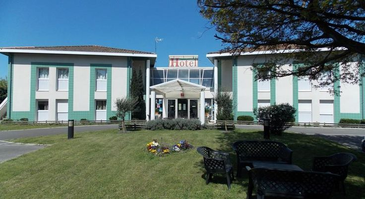 Logis Hôtel Du Delta Biganos Offering a privileged location on the Bassin d'Arcachon, Logis Hotel du Delta offers a warm and friendly welcome to all types of travellers. Free Wi-Fi access is available throughout the hotel.