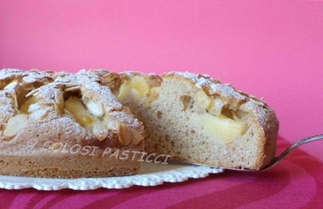 """Torta alle mele con farina integrale. Una torta rustica, dolce quanto basta, ma sopratutto sana. Chi non ama i dolci troppo """"dolci"""" questa torta alle mele è"""