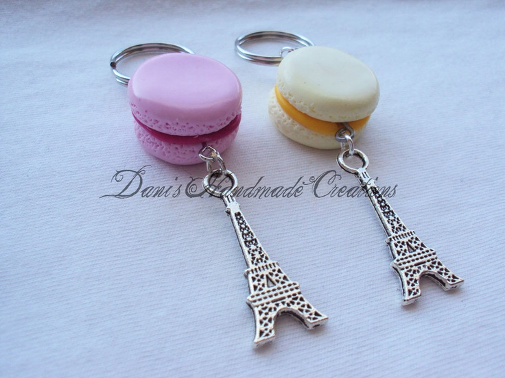 portachiavi con macarons e ciondoli Tour Eiffel, by Dani's Handmade Creations, 4,00 € su misshobby.com