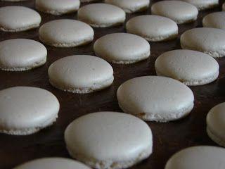 Macaron alaprecept  http://tucsokbogar.blogspot.hu/2011/11/gesztenyes-macaron.html