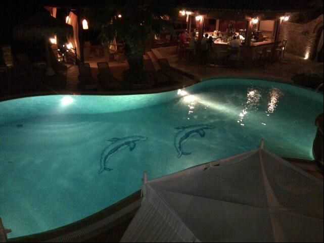 This amazing swimming pool makes the ideal setting for a romantic dinner at Delfino Blu's restaurant. Image via @Bill Hughes G.