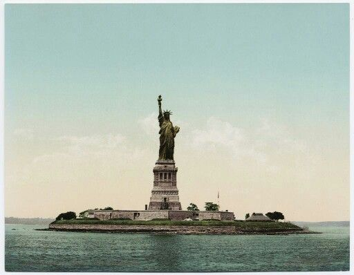 #OnThisDay 17 june 1885 the #StatueofLiberty arrives in NY ...