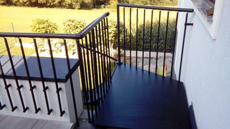 Referenzen | Formstep Treppen    BUNDESKANZLERAMT WIEN  Das Bundeskanzleramt in Wien hat eine formstep Treppe – Modell LASER mit Holztrittstufen und Edelstahlgeländer.