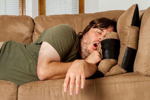 BAGI kamu yang merasa sebagai orang malas dan sering menghabiskan waktu di kamar, bisa jadi tersenyum bangga dengan penelitian berikut.    Sebuah penelitian terbaru mengungkap fakta kalau orang pintar itu cenderung sering bermalas-malasan dalam keseharian mereka.    Dari studi