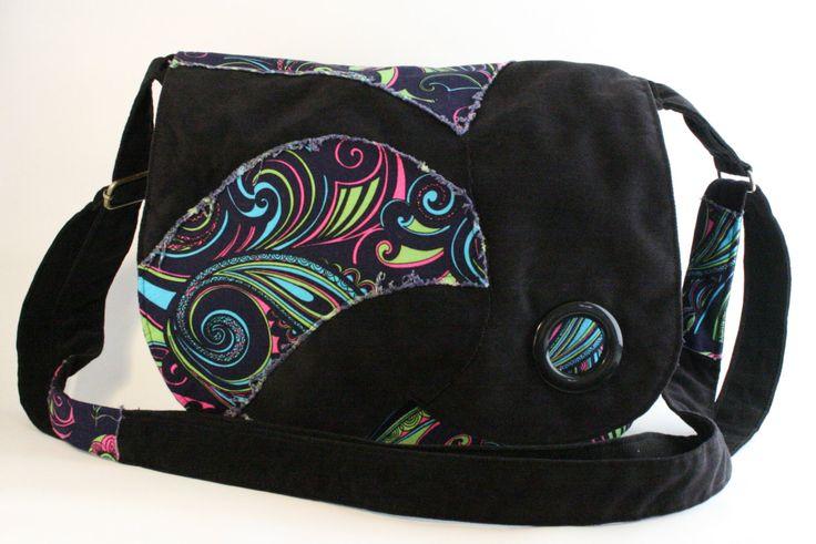 Sac messager noir avec motif coloré, Sac à bandoulière ajustable de la boutique Mafelou sur Etsy
