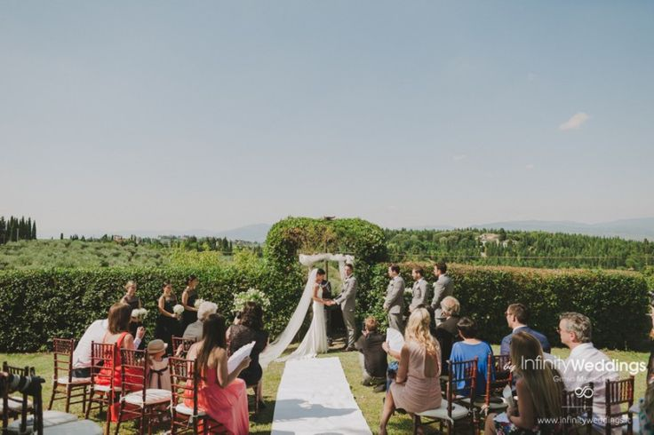 Anita and Luke's amazing wedding in Tuscany: open-air ceremony in the wonderful Tuscan countryside.