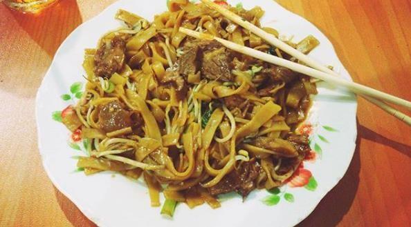 Mie Tiaw Mie Tiaw Pontianak Dapat Kamu Dapatkan Di Sekitar Jalan Pattimura Selain Mie Tiaw Goreng Dan Mie Tiaw Kuah Di Warung Yan Daging Sapi Masakan Daging