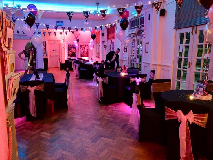 Bunting, New York themed centrepieces and up lighters is all you need!