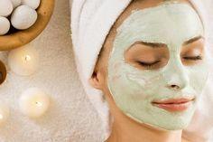 DIY-Gesichtsmaske mit Gurke selber machen mit nur 2 Zutaten gegen gestresste Haut und geschwollene Augen.