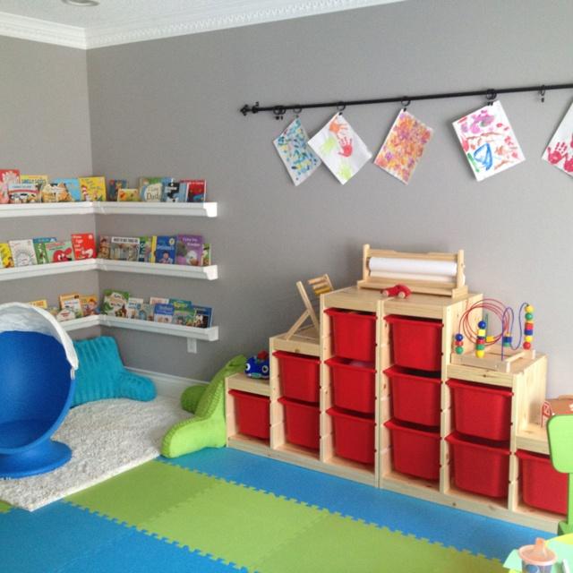 DIY play room! Curtain rod for displaying/drying artwork... Rain gutter book shelves :)
